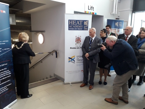 Lord Mayor - Lilian Dodd cutting the ribbon